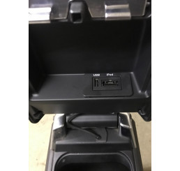 Discovery 4 Centre Console And Arm Rest With USB Port