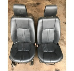 Discovery 4 Black Leather Manual Front Seats Pair 09-16